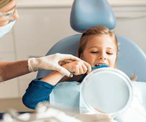 como-se-llaman-los-dentistas-para-niños-odontopediatria